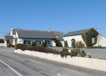 The North Kerry Walking Way passes the Oyster Tavern Restaurant!